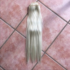 "Accessories - Blonde 20"" human hair extensions"